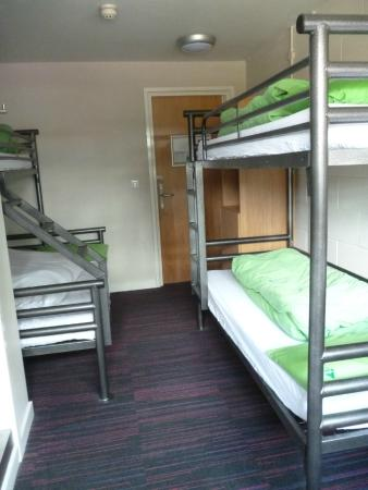 YHA York: 3single1 double beds/ sink/ shower/ toilet