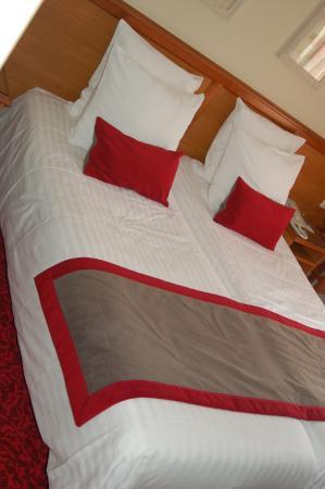 Best Western Hotel De France : Bed