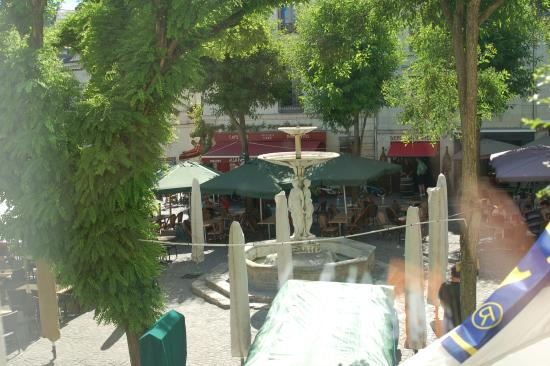 Best Western Hotel De France : View of city square from the window