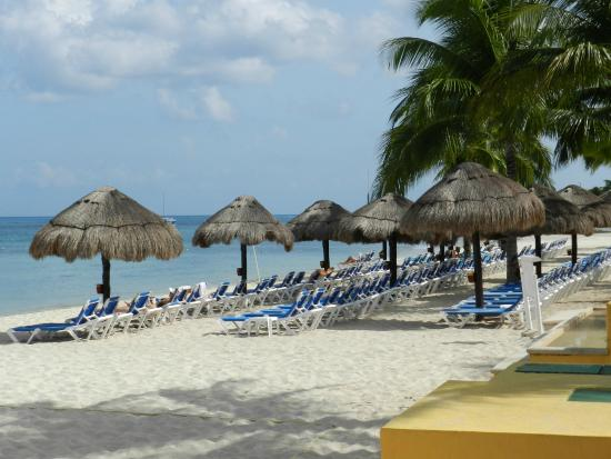 Allegro Cozumel: Beach to the right