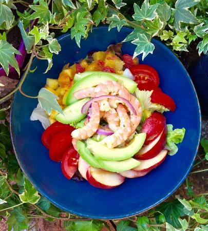 La Fee Gourmande: salade de crevettes, basilic et fruits frais