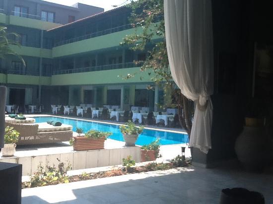 Pool side area picture of la piscine art hotel skiathos for Art piscine hotel skiathos