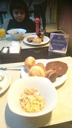 Hotel Boca by Design Suites: Muy buen desayuno buffet .