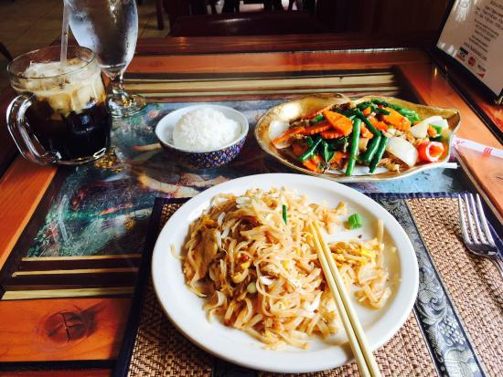 Bua Thai Restaurant: Pad Thai, soft shell crab, and iced coffee