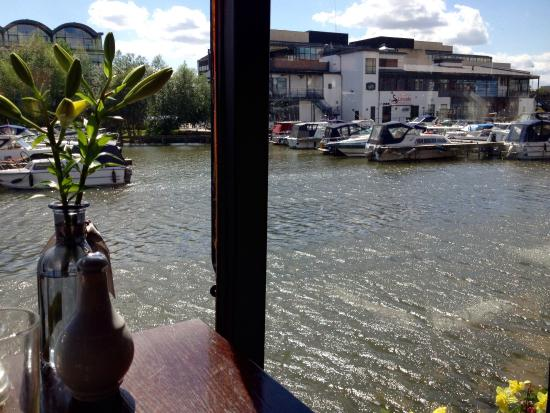 The Barge on the Brayford : Tranquil setting with a Holiday atmosphere! Relaxing and reviving!