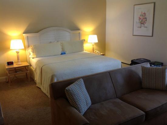 Lobos Lodge : Comfy King Bed