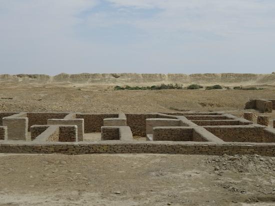 Balkanabat, Turkmenistan: remains of town blocks