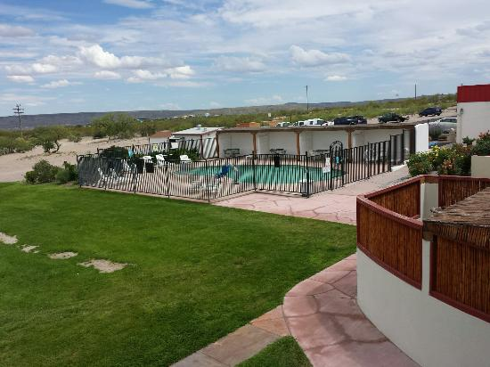 Elephant Butte Inn: Perfect pool never too full. My grandkids loved it better then lake.