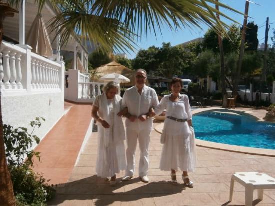 Hotel Mayurca: Amigos en la piscina