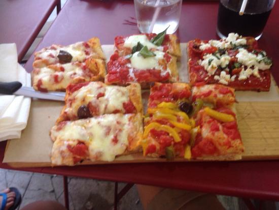 Sini : Planche de pizzas