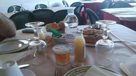 Hotel Miramare: Gaetano e antonella   colazione 20/07/15