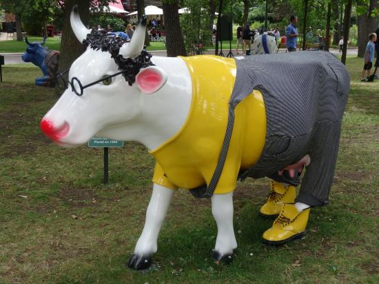 Cow luche picture of jardin d 39 acclimatation paris for Jardin d acclimatation