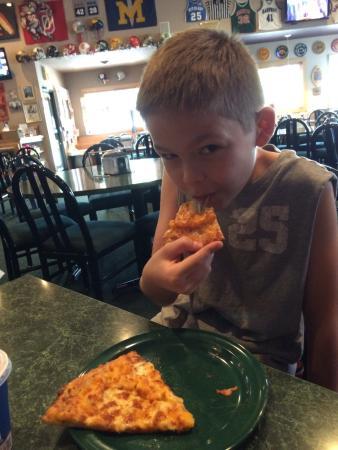Chet & Matt's Pizza: Having the lunch buffet!