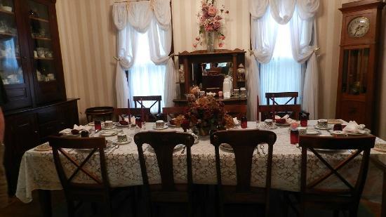 Bellaire, MI: Family Style Breakfast Area