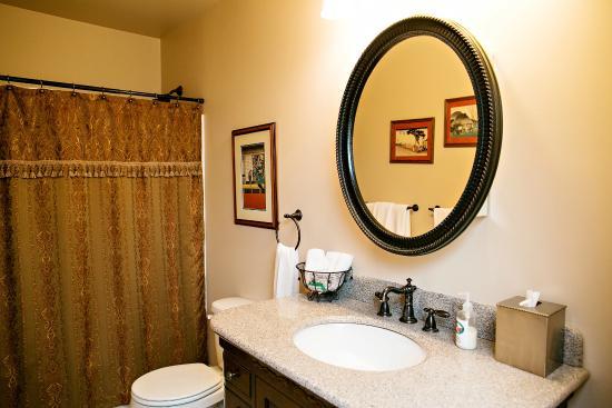 Fat Duck Inn: Gadwall bathroom