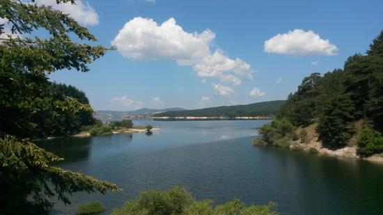 Sila National Park: Il Lago di Cecita visto dalla strada