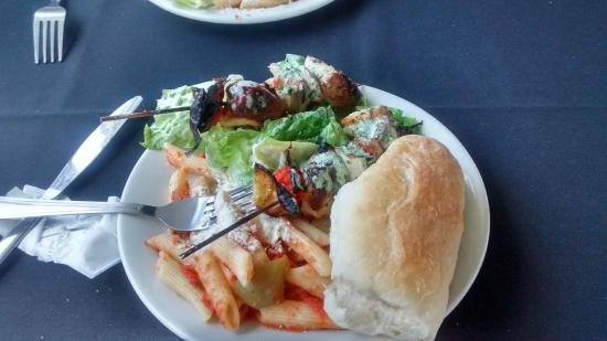 Toronto Harbour Cruises: kebabs, penne, salad and a bun