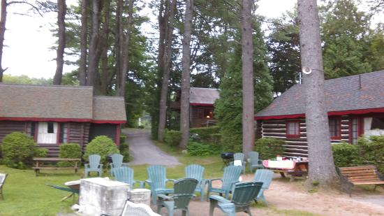 Pine Point Cottages and Motel: Looking from the beach to the Oaks cabin (in the back)