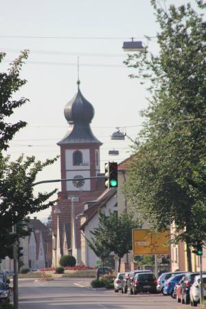 Neckarperle Hotel-Restaurant : A church nearby our hotel