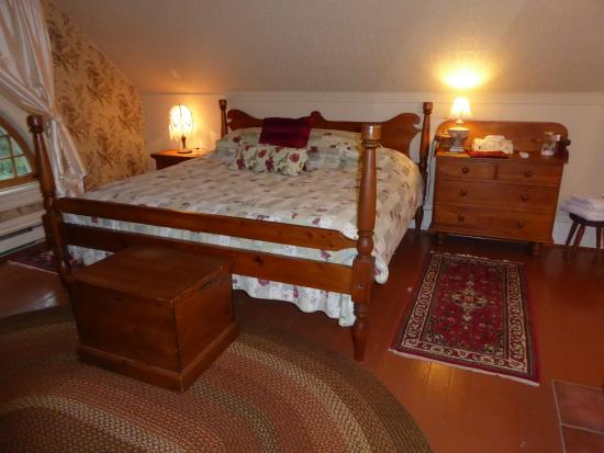 Millisle Bed and Breakfast: Bedroom on the third floor with king-sized bed.