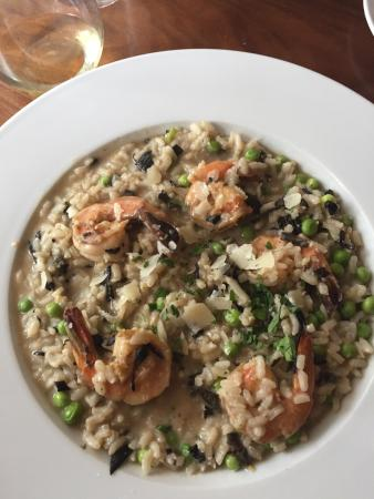 Kingsley Tavern : Fabulous dinner specials! Risotto with mushrooms and peas (I added shrimp)and halibut with the m