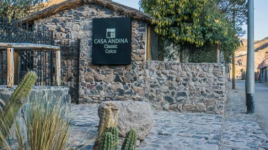 Hotel entrance picture of casa andina standard colca for Casa andina classic