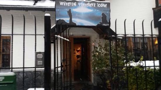 Universal Traveller's Lodge Hostel: Snow in Bariloche!