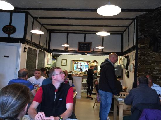 Daisys Cafe: Poached eggs are off the menu