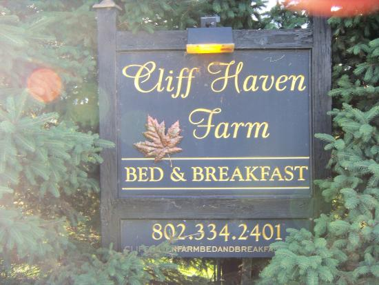 Cliff Haven Farm B&B: Welcoming sign