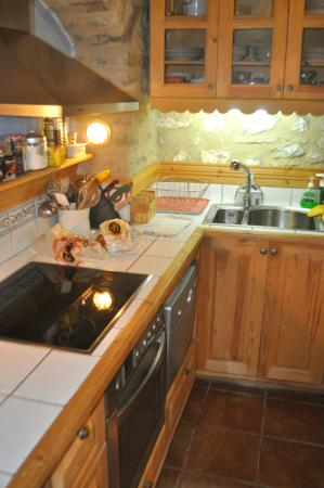 Dorovinis Country Houses: The nice extensive kitchen.