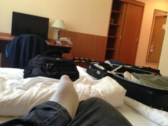 Central Hotel Prague: Quarto, vista da cama