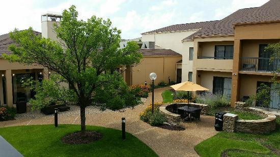 Courtyard St. Louis Creve Coeur: View from balcony