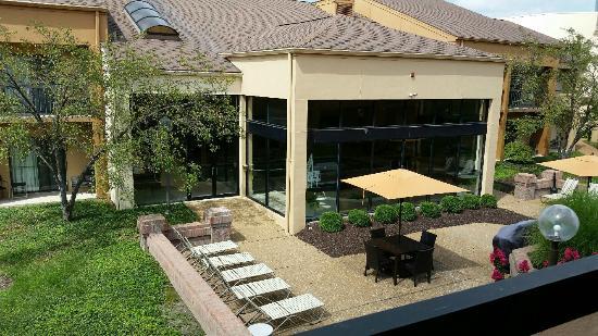 Courtyard St. Louis Creve Coeur: View of courtyard (pool area in glassed room)