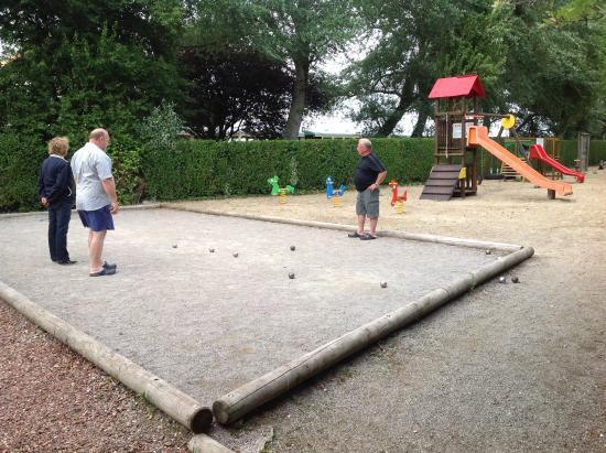 Terrain de p tanque pas adapt pour plusieurs joueurs la for Terrain de petanque dans son jardin