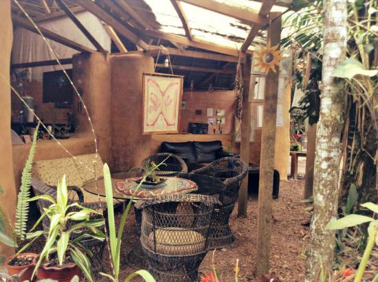 Ecoaldea Kapievi: chill area, kitchen and dining table inside