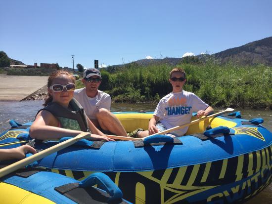 Gypsum, Kolorado: Turtle Tubing on the Colorado River