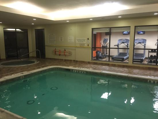 Courtyard by Marriott Hamilton,: Little indoor pool and hot tub :)
