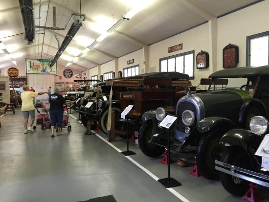 Swigart Auto Museum: Lots of old cars.