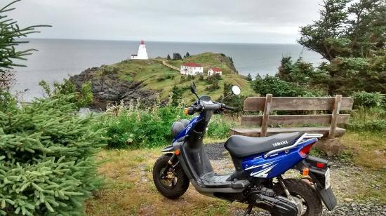 Гранд-Манан, Канада: One of our scooters overlooking New Brunswick's most beautiful lighthouse... Swallowtail!