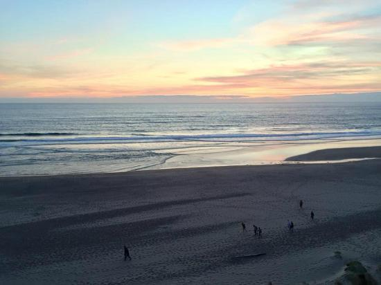 Lincoln City, Oregón: View from Suite at Sunset!