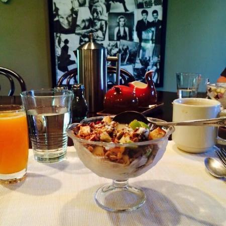 Inn Paradiso: Yummy breakfast.