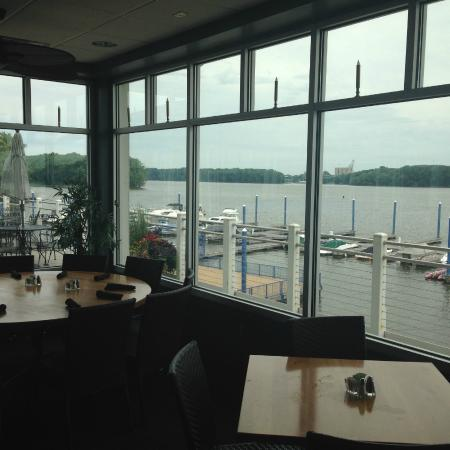 Candlelight Inn: Fantastic dining with a view to match