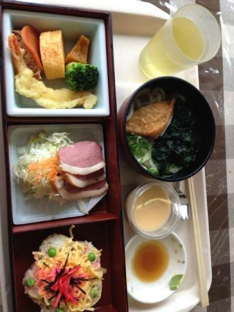 Fukuoka City Hall Main building Employee Dining: 日替わり定食、これで500円、安いっ!