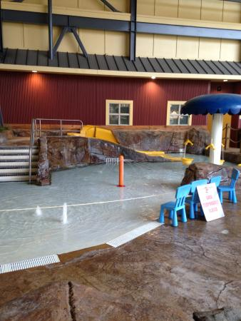 Silver Rapids Indoor Waterpark: toddler/small kids area I mentioned