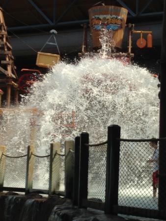 Silver Rapids Indoor Waterpark: kids splash area. That big bucket dumps water every so often