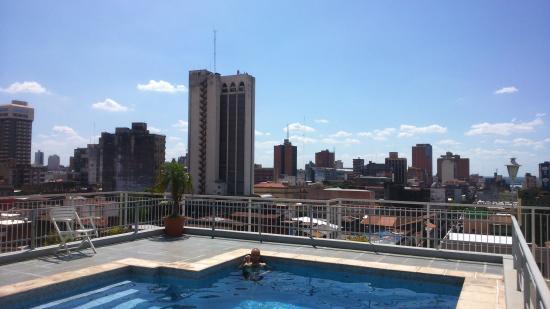Hotel Chaco: vista a la ciudad desde la terraza, viendo el atardecer