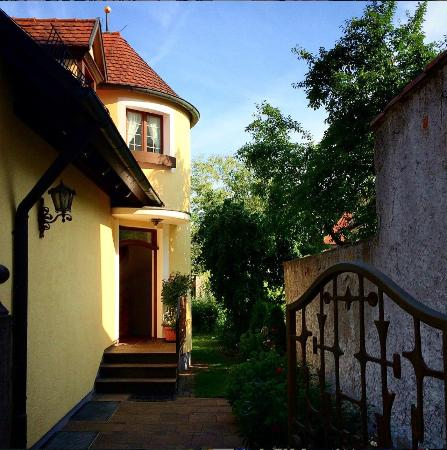 Gasthof Bezold : Our room was behind the main building in this yellow house.