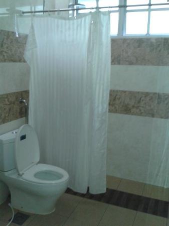 D Eastern Hotel: toilet