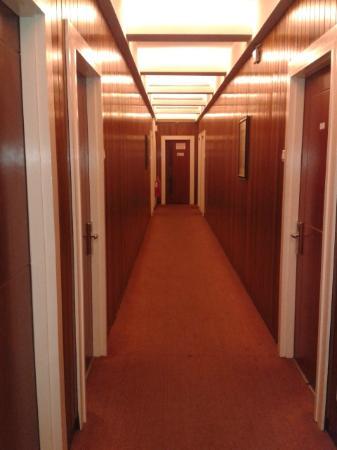 D Eastern Hotel: corridor