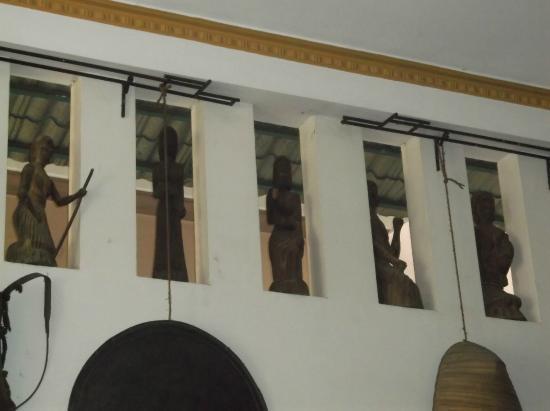 Dakbla: The walls of the Dak Bla Restaurant...